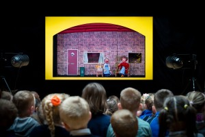 Primary schoolchildren enjoy a Moon & Sixpence performance!
